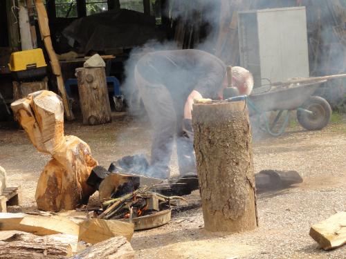 Holzbearbeitung mit Feuer